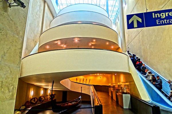 L'escalier d'entrée des Musées du Vatican