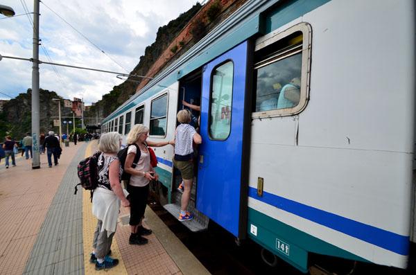 cinque_terre_train