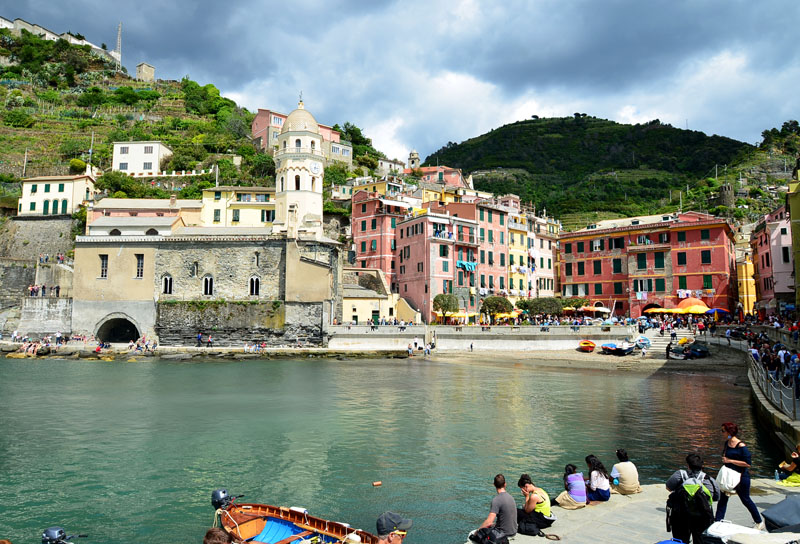 Vernazza l 39 un des plus beaux villages d 39 italie italie - Place de port disponible mediterranee ...
