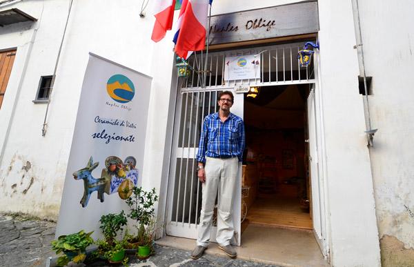 "Philippe Bracco et sa galerie ""Naples Oblige"""